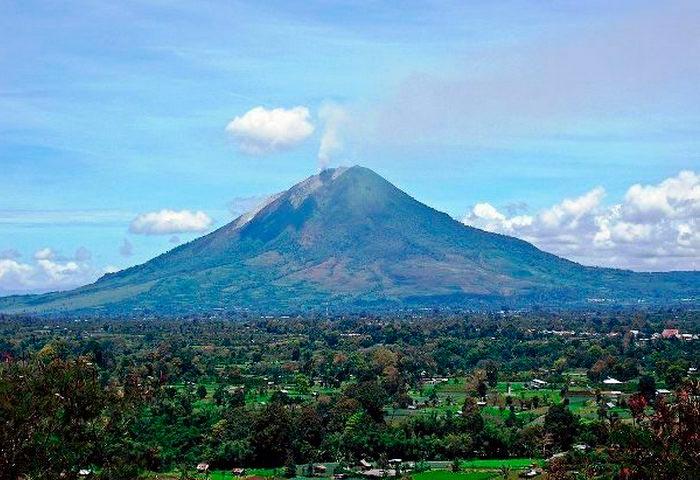 Самые опасные места на Земле Гора Синабунг