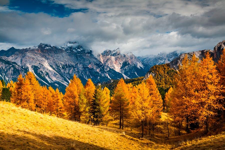 Как выглядят доломиты в разное время года осень