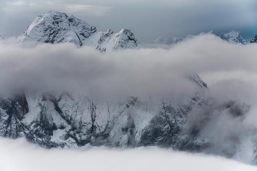 Как выглядят доломиты в разное время года зима