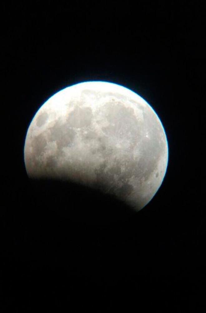 Частичное затмение Луны Мила Кнайненберг