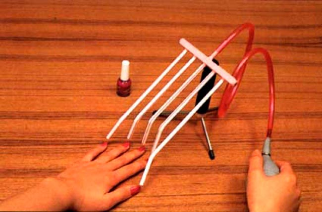 11 странных изобретений для женщин Сушилка для ногтей