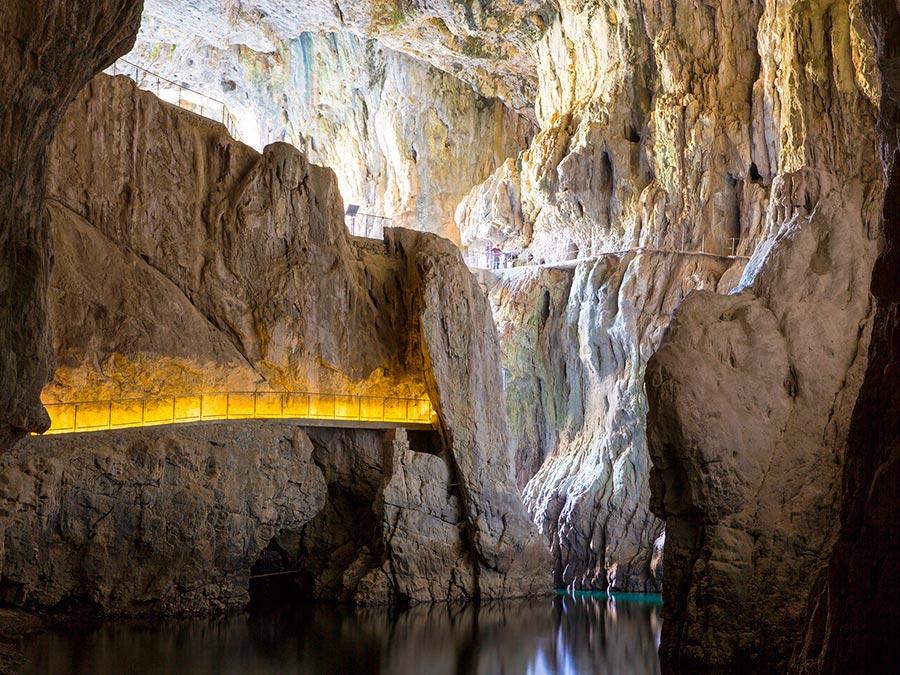Самые прекрасные места Словении Шкоцянские пещеры