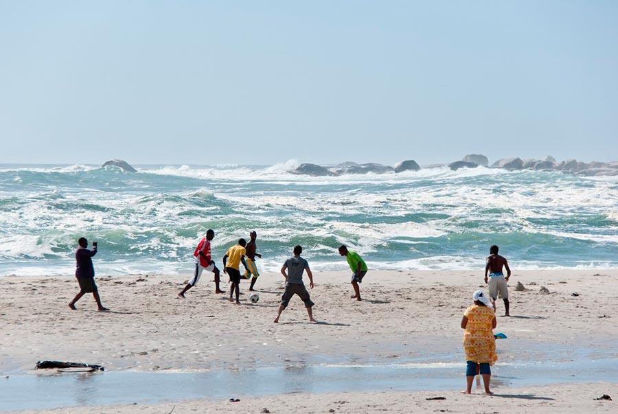 Самые великолепные пляжи в мире, по версии TripAdvisor Camp's Bay Beach — Camps Bay, Южная Африка