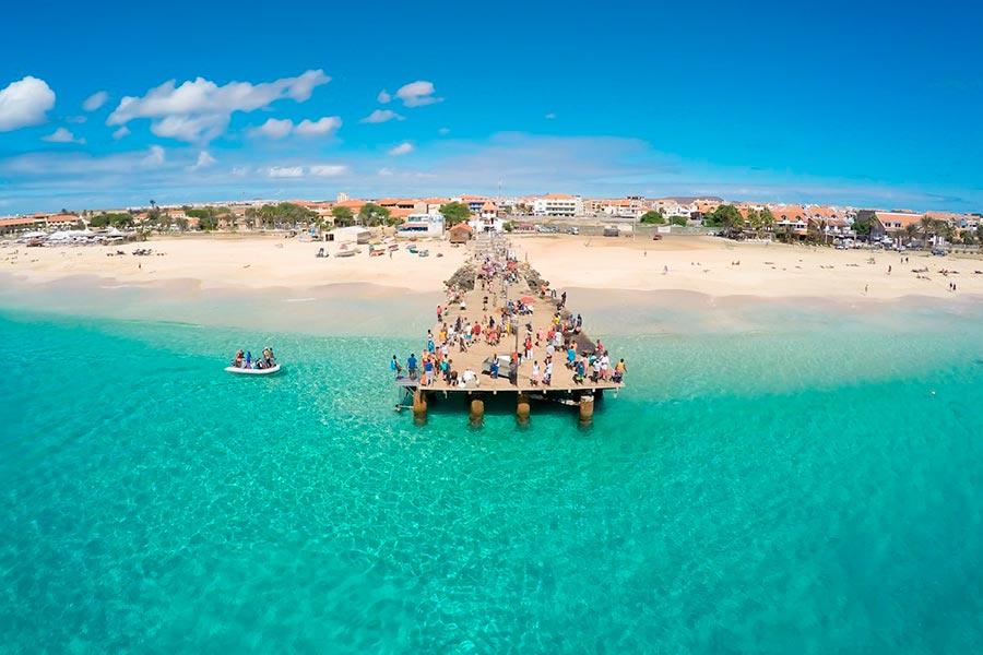 Самые великолепные пляжи в мире, по версии TripAdvisor Прайя-де-Санта-Мария — Санта-Мария, Кабо-Верде