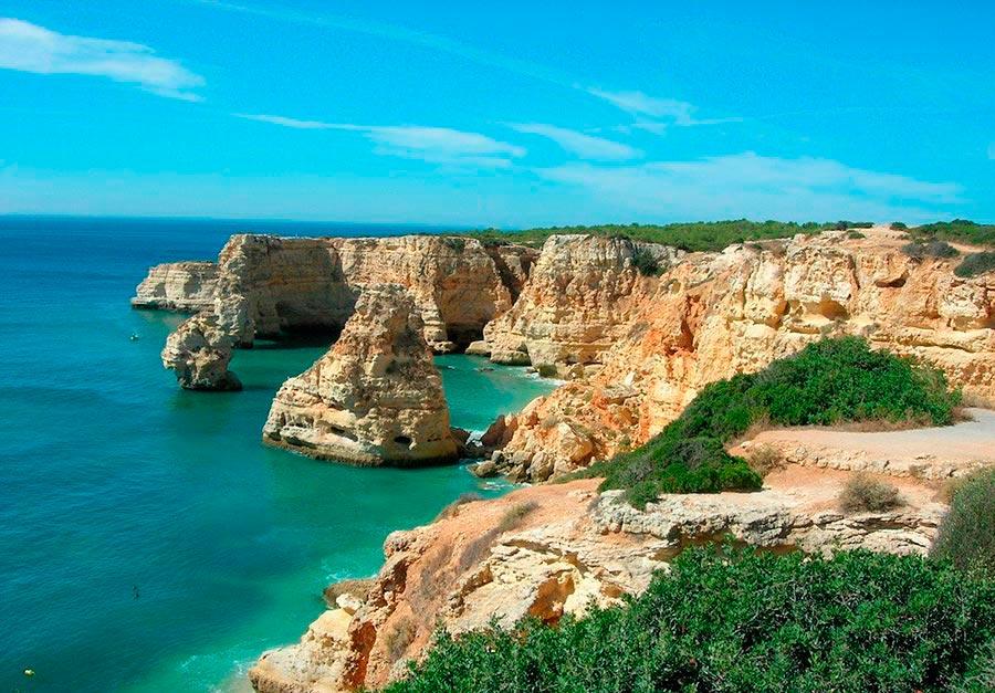 Самые великолепные пляжи в мире, по версии TripAdvisor Praia de Marinha — Carvoeiro, Португалия