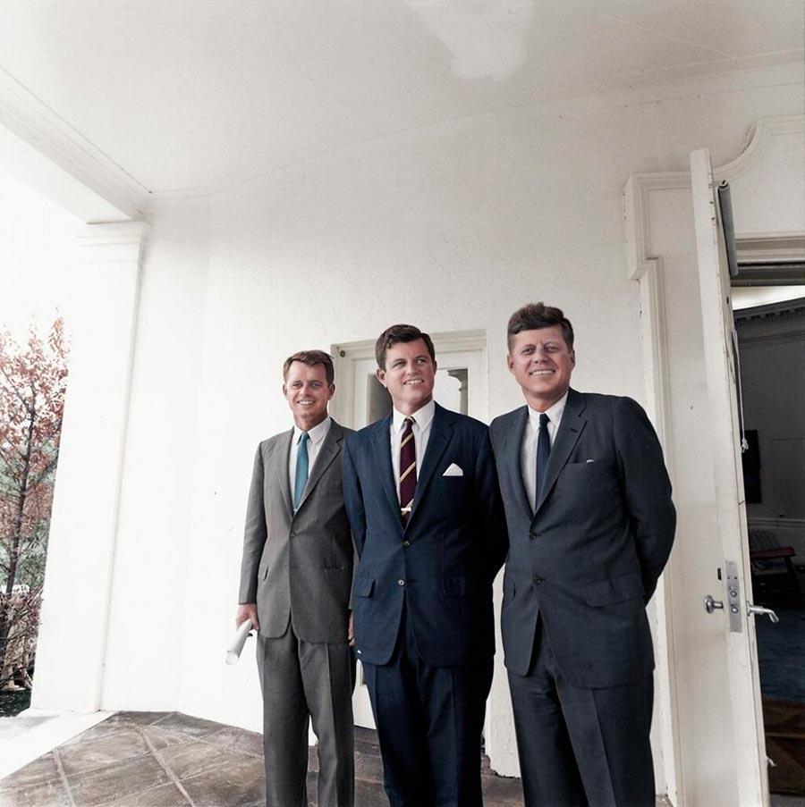 Культовые исторические фото - теперь в цвете Братья Кеннеди
