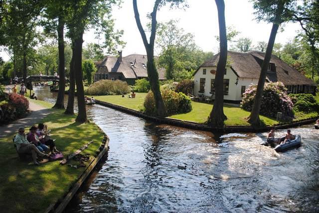 Нидерланды: удивительные факты деревня Гитхорн