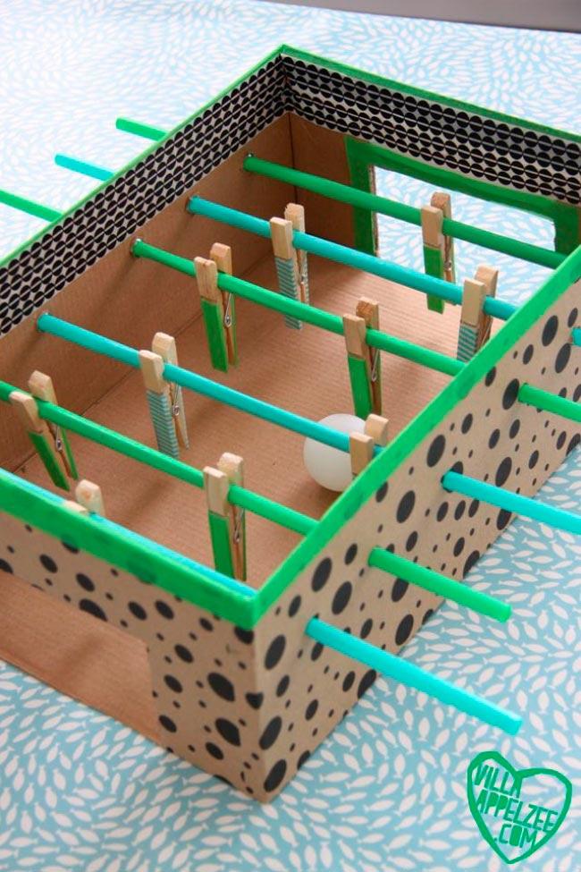Лайфхаки из картонной коробки, которые сделают дом комфортнее Настольный футбол