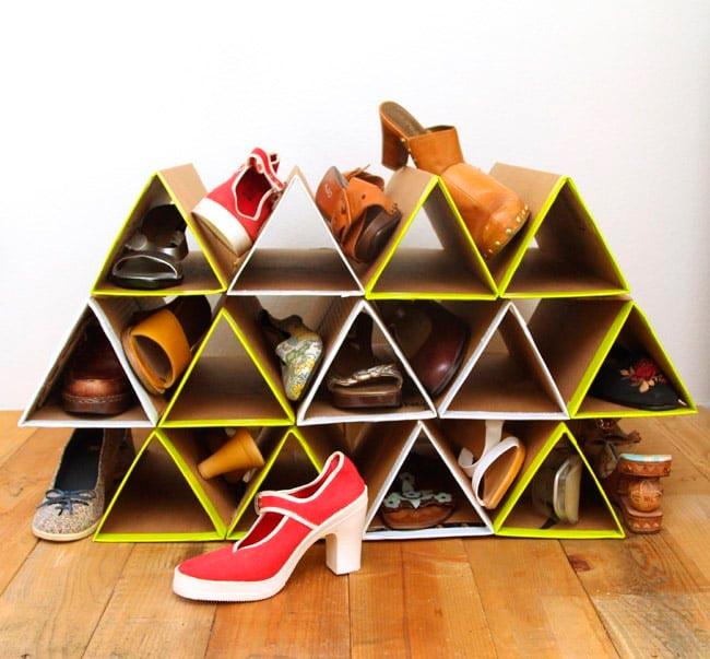 Лайфхаки из картонной коробки, которые сделают дом комфортнее Подставка для обуви
