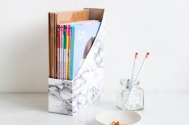 Лайфхаки из картонной коробки, которые сделают дом комфортнее Держатель для журналов