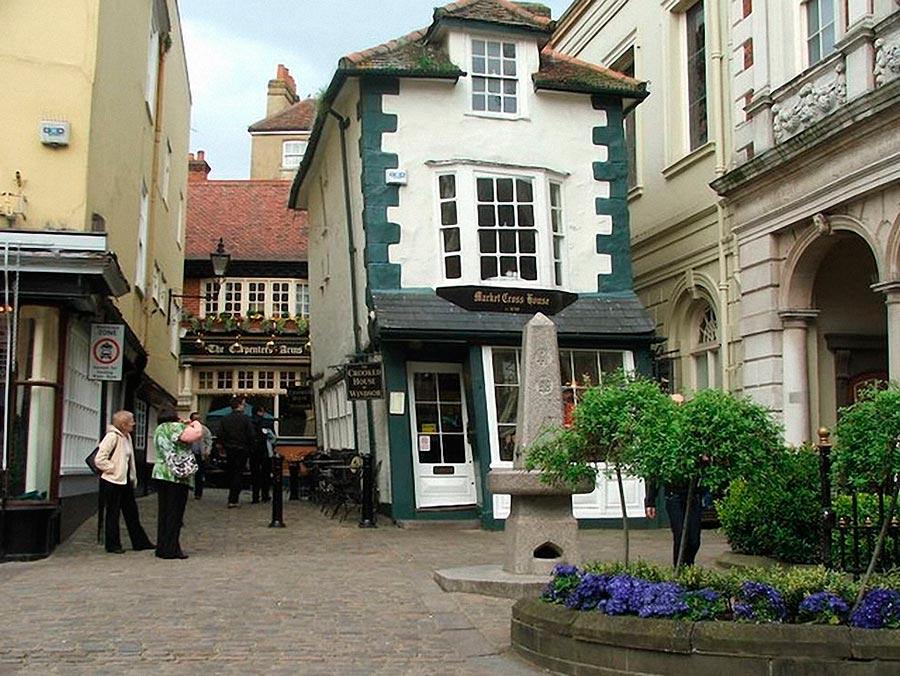 Самые оригинальные дома в мире Кривой дом Виндзоров, Англия