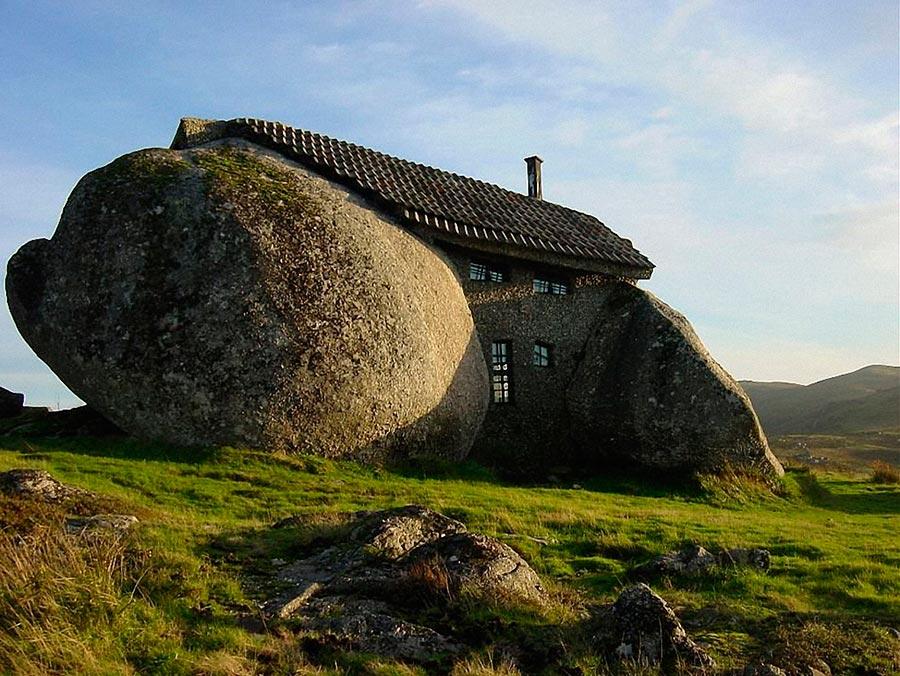Самые оригинальные дома в мире Casa do Penedo Дом-камень в Португалии