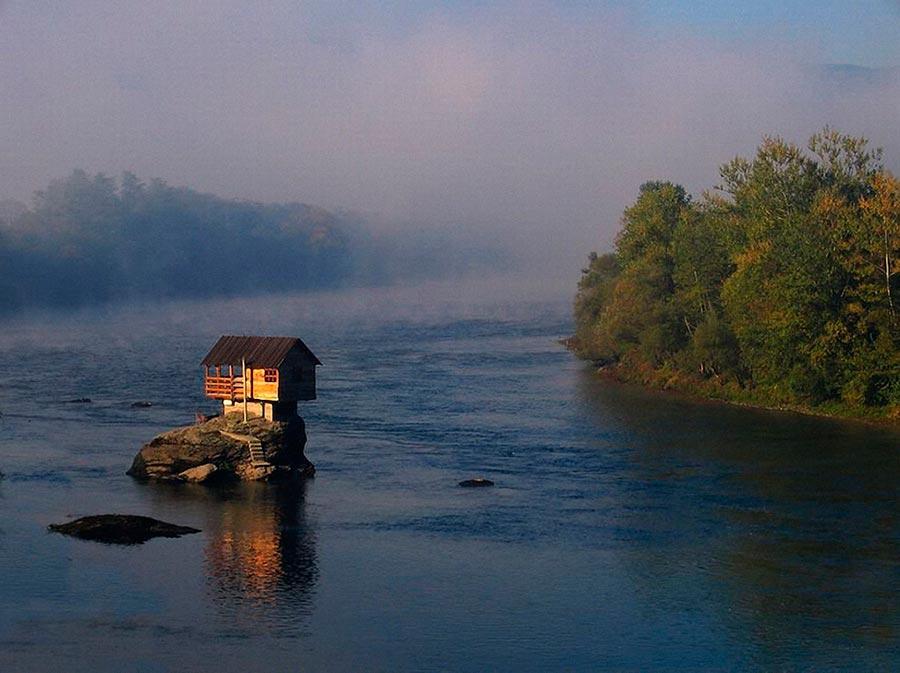 Самые оригинальные дома в мире Хижина на реке Дрина в Сербии