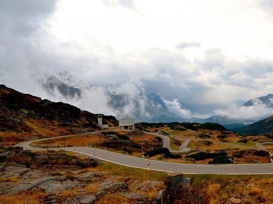 Красивейшие автотрассы мира The San Bernardino Pass Швейцарские Альпы