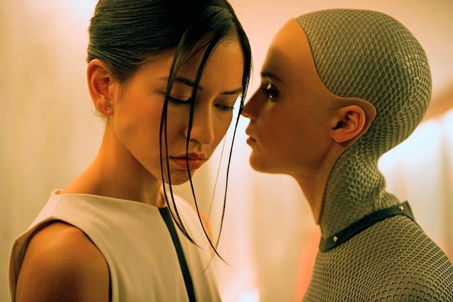 Научно-фантастические фильмы 21 века, которые стоит посмотреть Из машины Ex Machina