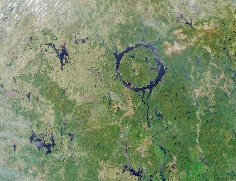 Крупнейшие метеоритные удары в истории Кратер Маникуаган, Канада