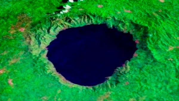 Крупнейшие метеоритные удары в истории Озеро-кратер Босумтви, Гана