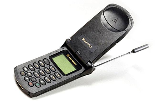 Мобильные телефоны-бестселлеры Motorola StarTAC