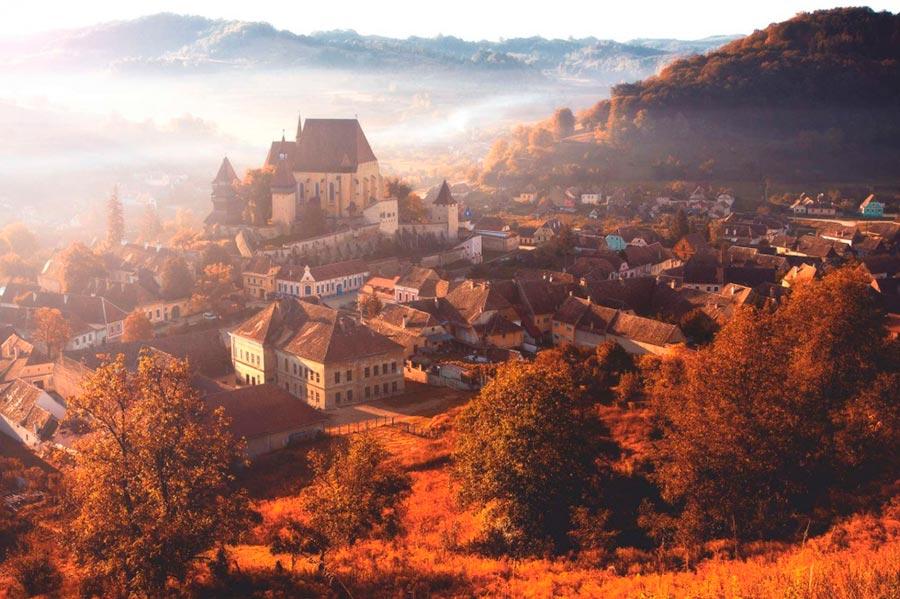 Где осень выглядит великолепно Бьертан Трансильвания