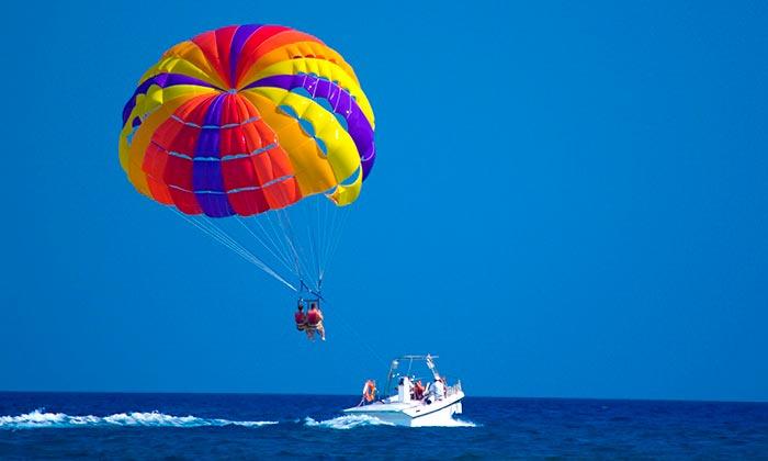 популярные виды спорта на воде Парасейлинг