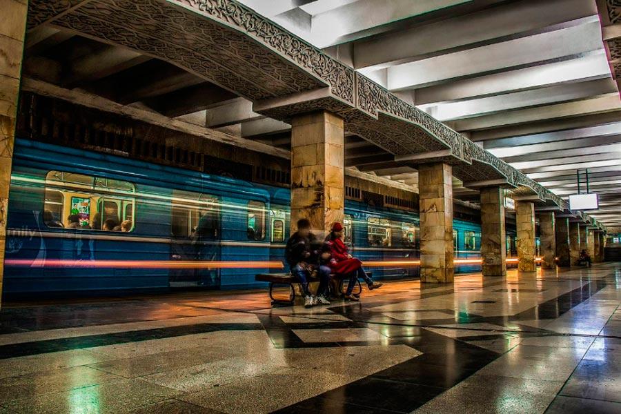 станции метро Ташкента Миллий Бог