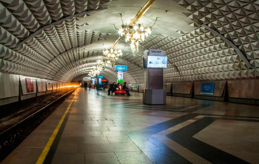 станции метро Ташкента им. Беруний