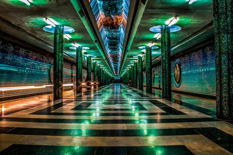 станции метро Ташкента Космонавтов