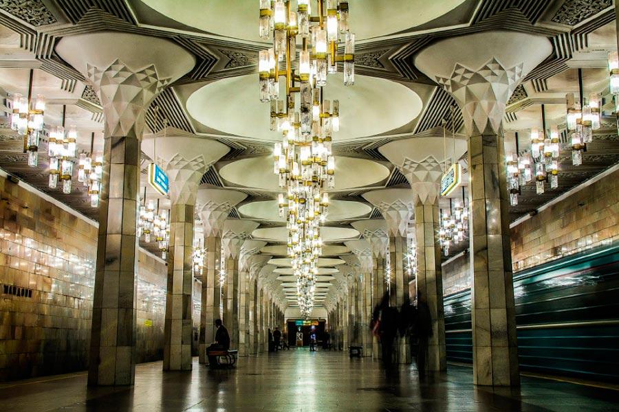 станции метро Ташкента Мустакиллик