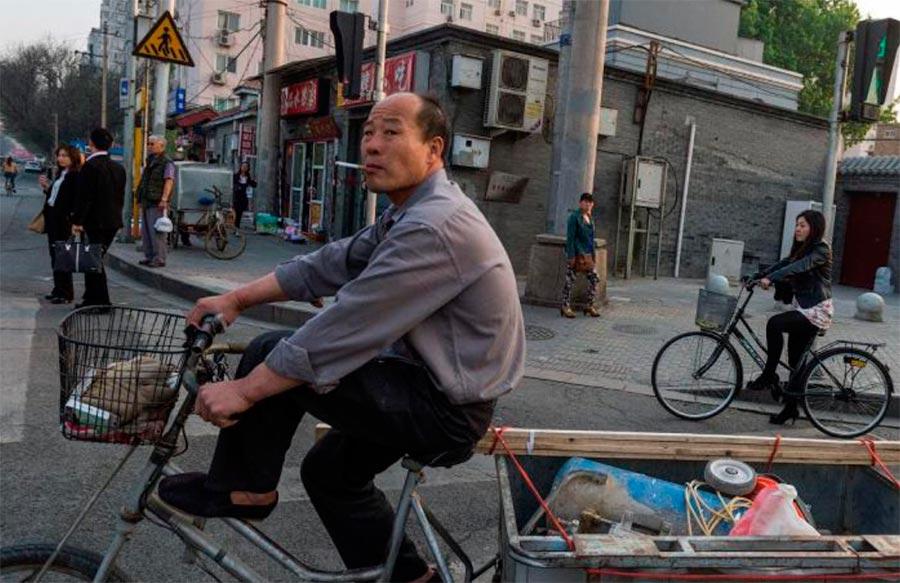 Страны люди передвигаются на велосипедах countries people move on bicycles Китай China