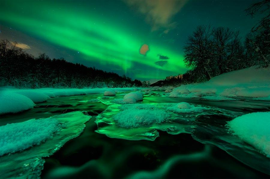 пейзажи Норвегия landscapes Norway Аврора светит над рекой
