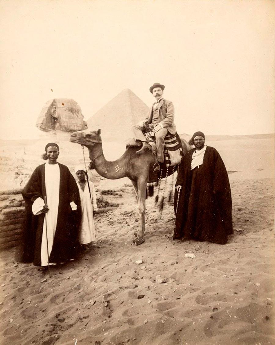 Adelphoi Zangaki Братья Зангаки Древние чудеса Египта ancient wonders of Egypt Турист и гиды с верблюдом