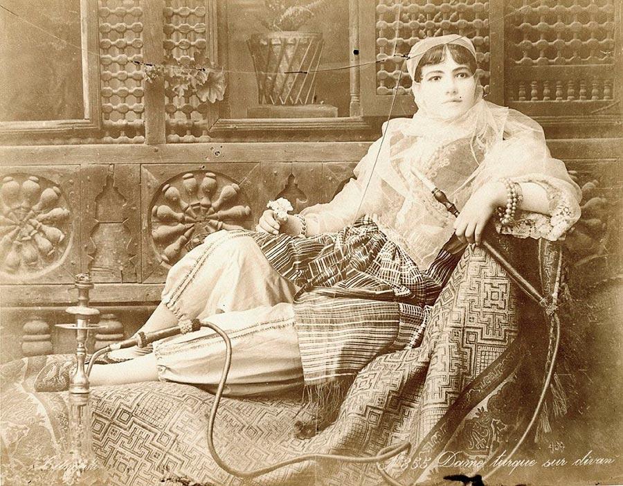 Adelphoi Zangaki Братья Зангаки Древние чудеса Египта ancient wonders of Egypt Турецкая женщина на диване