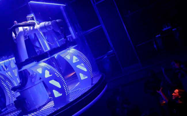 В чешском клубе появился робот-диджей in the czech club appeared robot-DJ