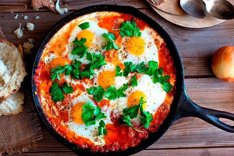 вкусная яичница delicious scrambled eggs Шакшука