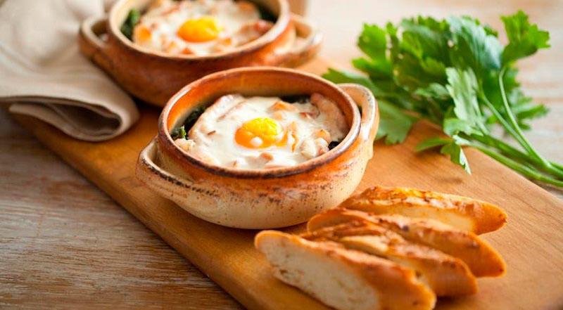 вкусная яичница delicious scrambled eggs Кокот