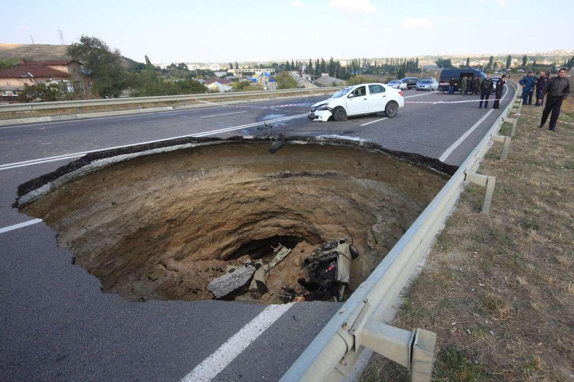 дыры в дорогах holes in the roads