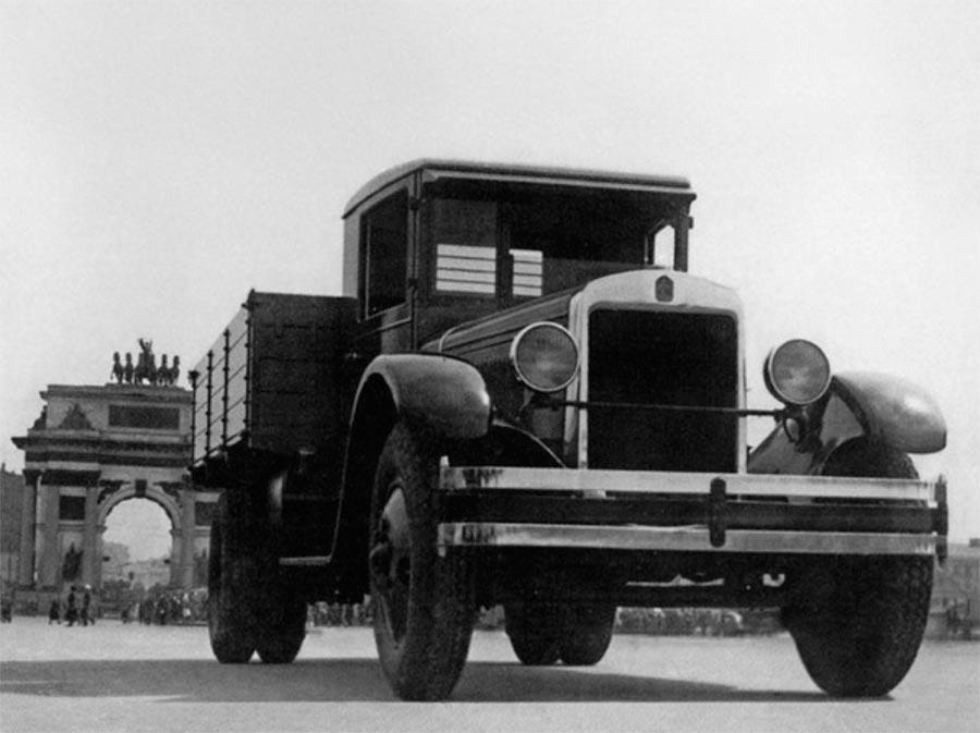 советские грузовики ЗиС-5 трехтонка