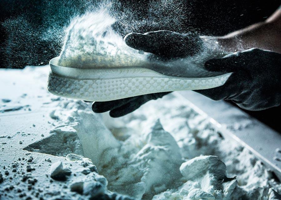 Adidas и стартап Carbon 3D-печать обуви