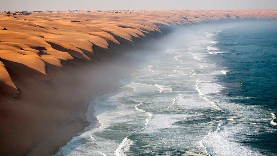 изумительные виды на земле amazing species on earth Пустыня Намиб встречается с Атлантическим океаном the Namib desert meets the Atlantic ocean