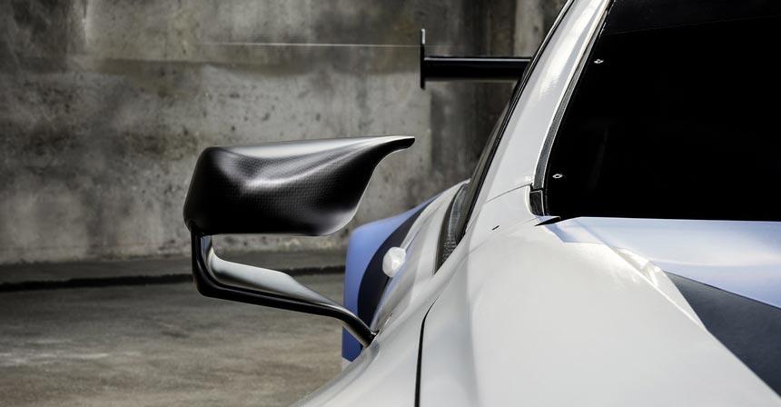 купе BMW M8 — в гоночной версии