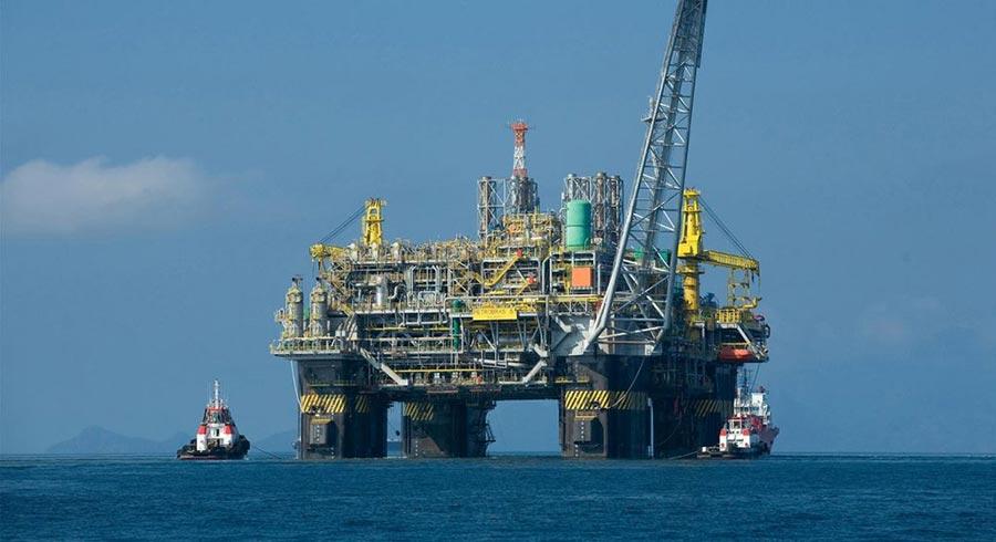 опасные профессий в мире Работа на нефтяной платформе