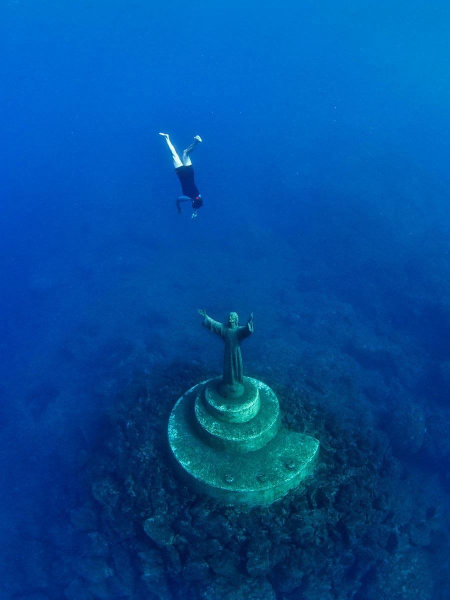 интересные подводные достопримечательности мира Христос из бездны Сан-Фруттуозо Италия