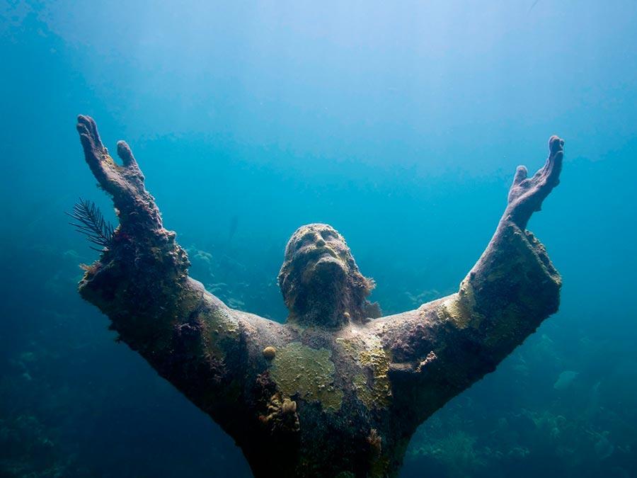интересные подводные достопримечательности мира Христос из бездны Флорида США