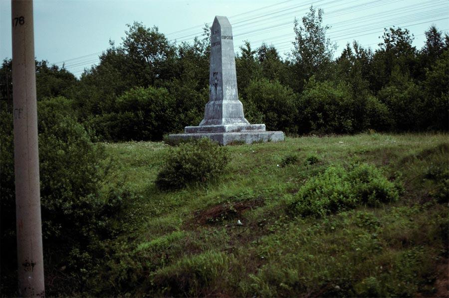 путешествие по Транссибу Урал Памятник граница Азии и Европы