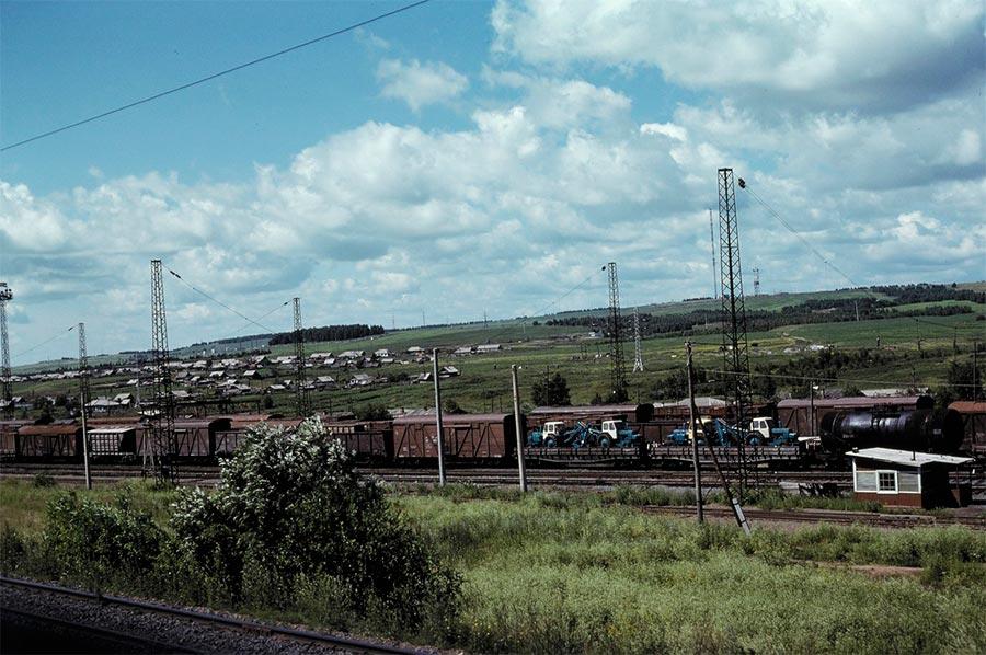 путешествие по Транссибу Ачинск товарный поезд трактора