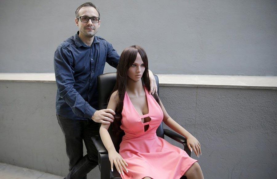 Сержди Сантос и Саманта Любовь и роботы: необычная индустрия современности