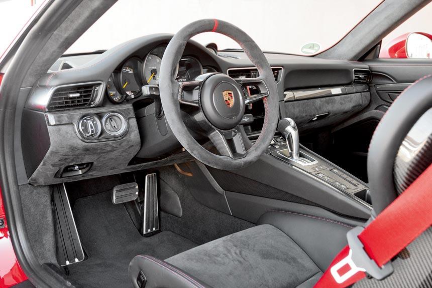 Porsche 911 GT2 RS: 700 сил