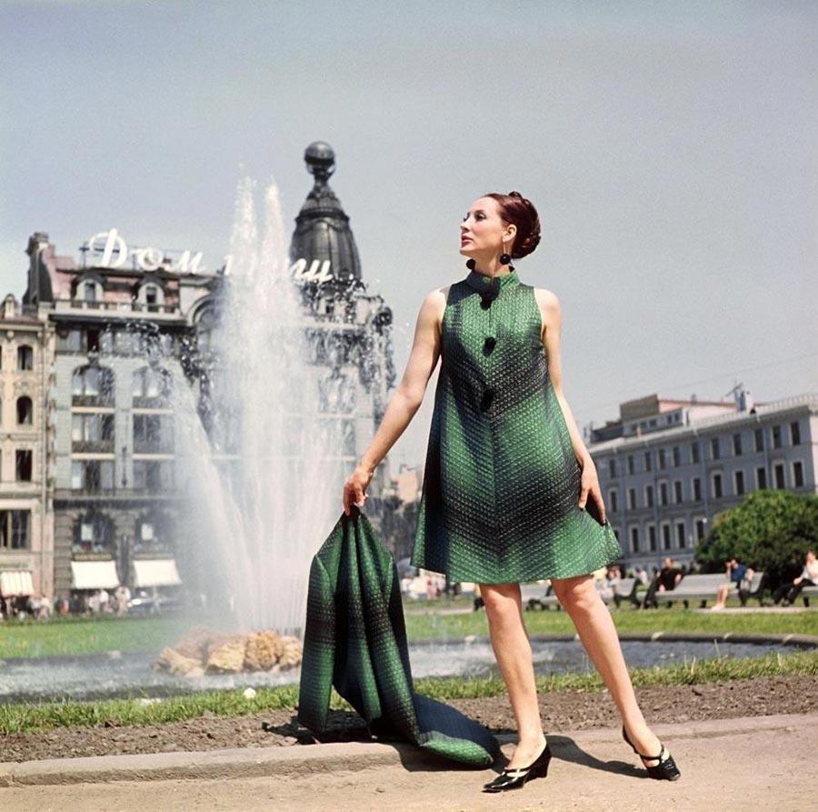 ретро-фото моделей в одежде советских модельеров