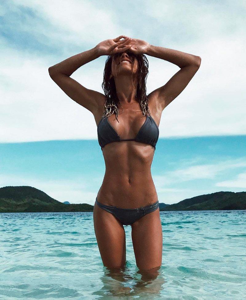 Сексуальная красотка Нэйла Нэзир sexy babe Naila Nazer