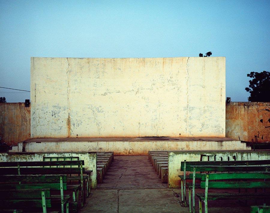 фото-проект Стефан Заубитцер: исчезающие кинотеатры мира Буркина-Фасо